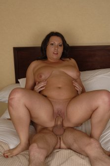 Chubby brunette sucks and fucks on the bed